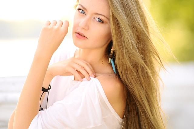 Jak mądrze kupować kosmetyki do włosów?