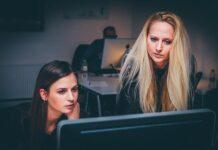 Konstruktywna krytyka to podstawa w pracy i codziennych relacjach